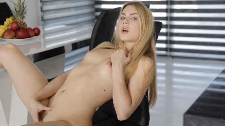 VirtualTaboo - Alecia And Her Ginger Fox