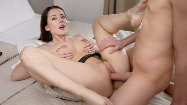 VirtualTaboo - Breaking Into Sister's Pussy