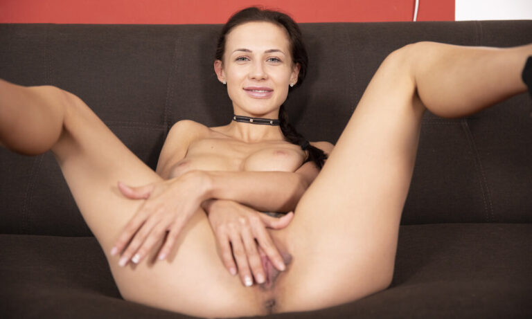 VRSexperts - Hot Teen With Long Labia Orgasm On The Couch