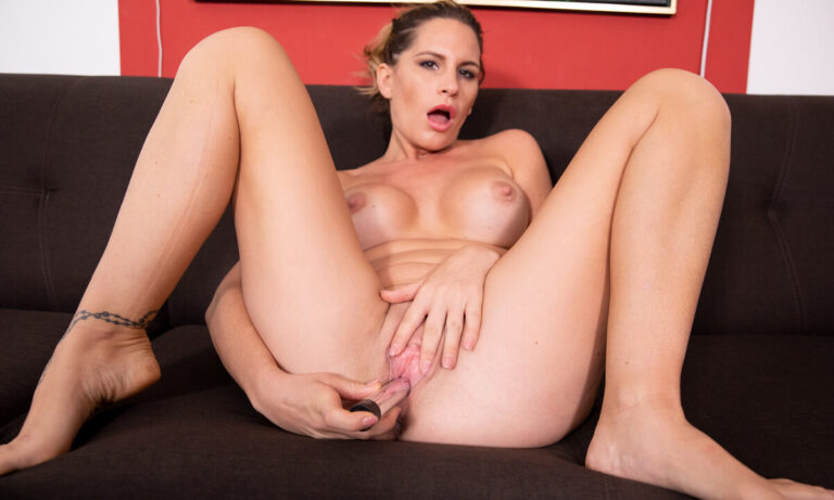 VRSexperts - Sexy MILF Stretching On The Couch