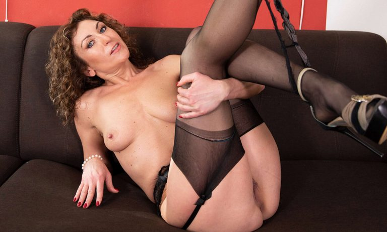 VRSexperts - Hot MILF Julia North On The Couch