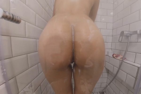 2. Juggs - Groping The Gipsy Teen In The Shower