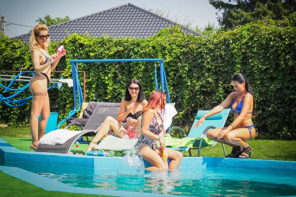 3. No2StudioVR - Sharing Hubby With Pool Girlfriends
