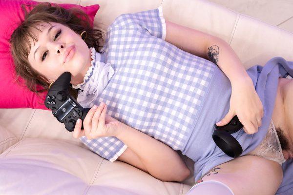 1. SLROriginals - Gaming Girl
