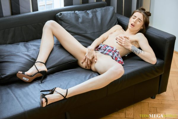 5. TmwVRnet - Half-naked cutie plays with her pussy